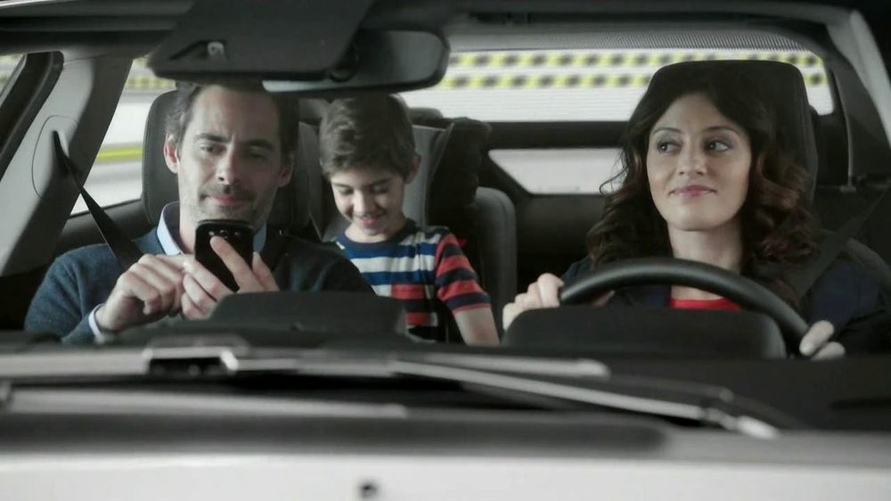 2013 Chevrolet Volt TV Spot, 'Backup Power' - Screenshot 3