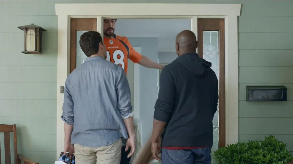 DirecTV TV Spot, 'The World's Most Powerful Fan' - Screenshot 2