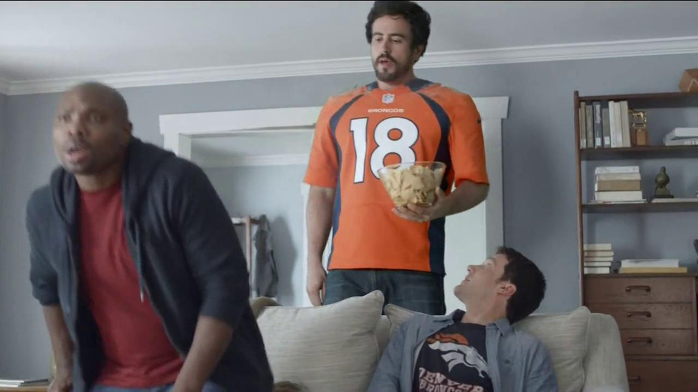 DirecTV TV Spot, 'The World's Most Powerful Fan' - Screenshot 6