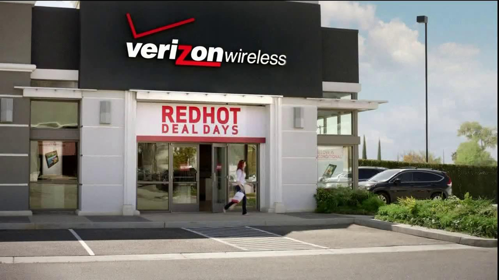 Verizon Red Hot Deal Days TV  Spot, 'Stop for No One' Song By Matt and Kim - Screenshot 1