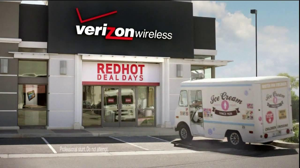 Verizon Red Hot Deal Days TV  Spot, 'Stop for No One' Song By Matt and Kim - Screenshot 2
