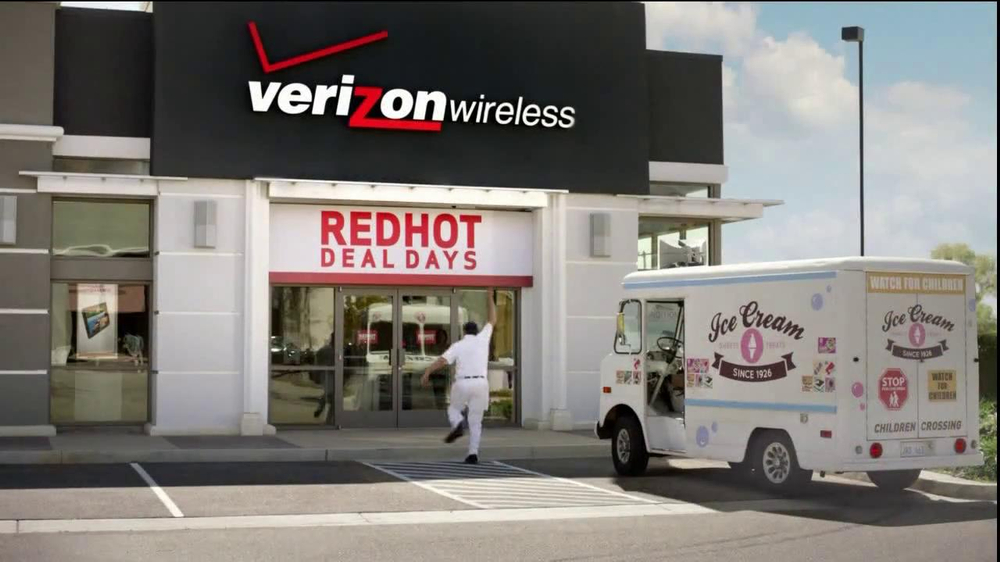 Verizon Red Hot Deal Days TV  Spot, 'Stop for No One' Song By Matt and Kim - Screenshot 3