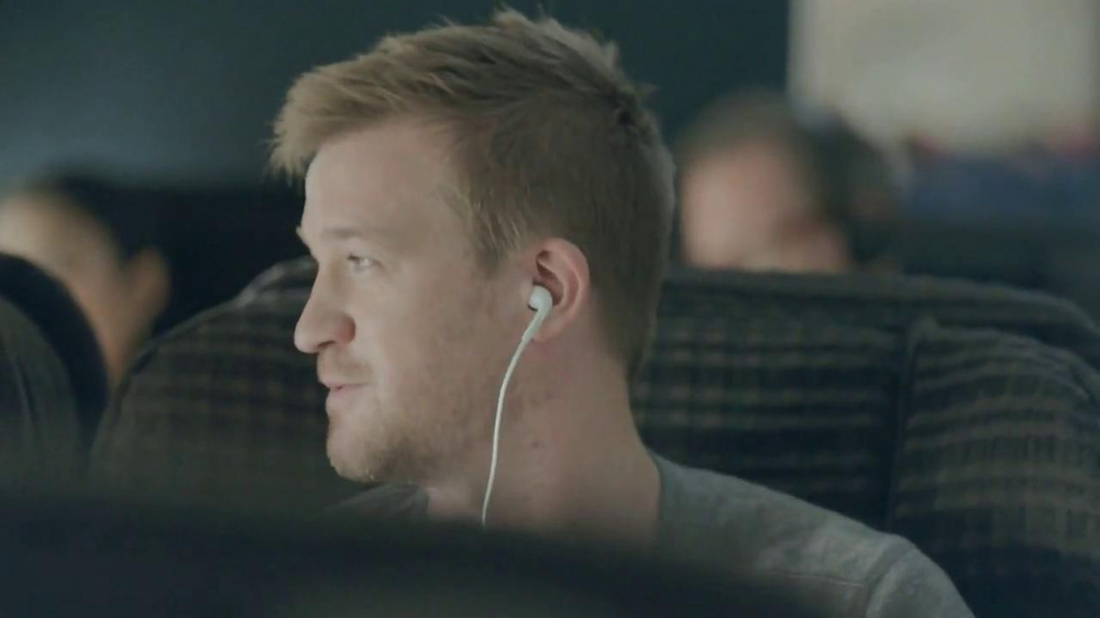Samsung Galaxy S4 TV Spot, 'Airplane' - Screenshot 6