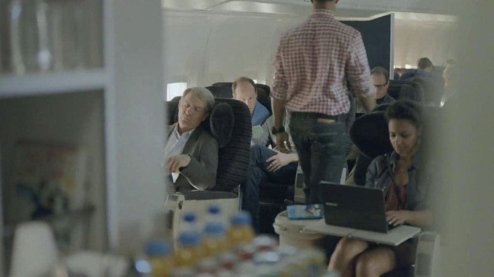 Samsung Galaxy S4 TV Spot, 'Airplane' - Screenshot 7