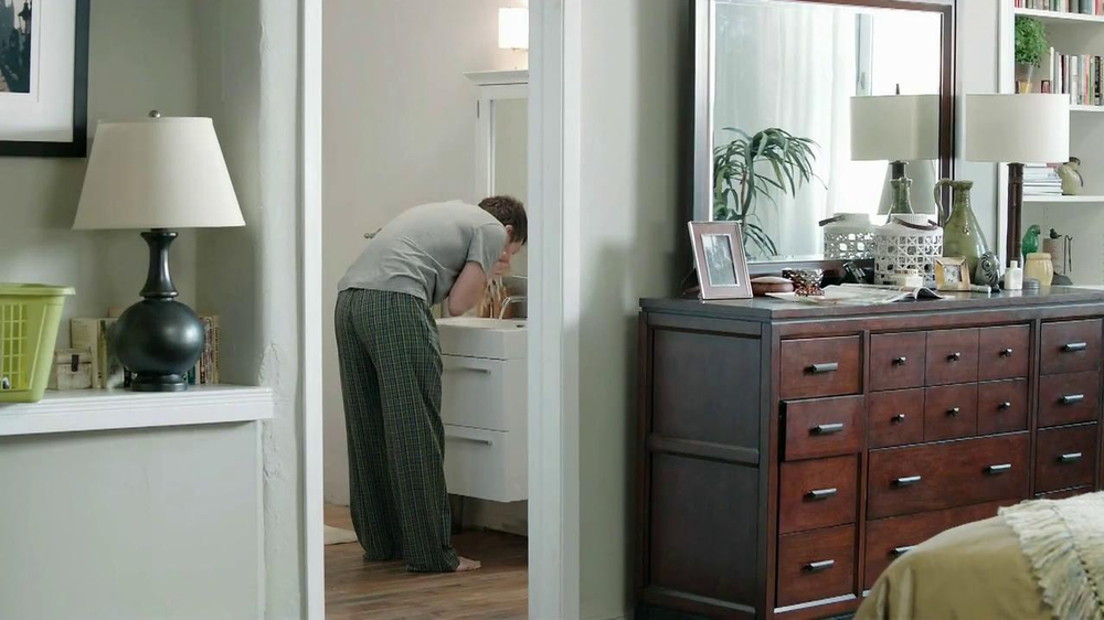 Gain Lift & Lock TV Spot, 'Dog's Towel' - Screenshot 1