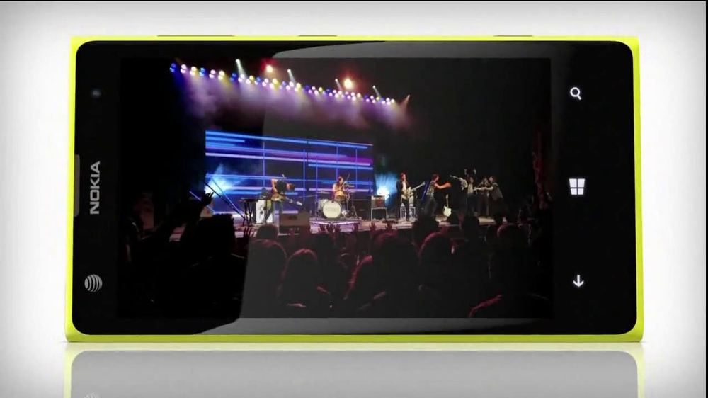 AT&T Nokia Lumina 1020 TV Spot, 'Concert' Song by The Colourist - Screenshot 10