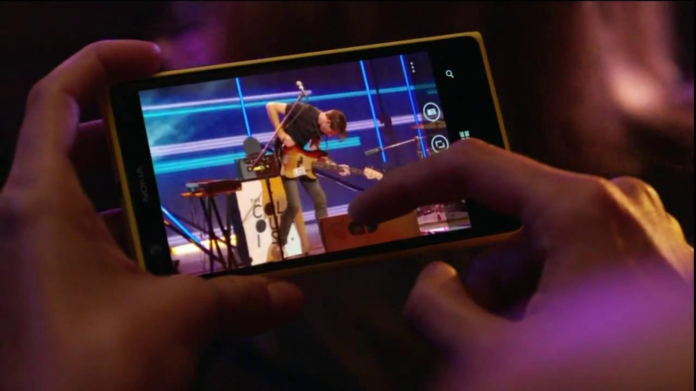 AT&T Nokia Lumina 1020 TV Spot, 'Concert' Song by The Colourist - Screenshot 4