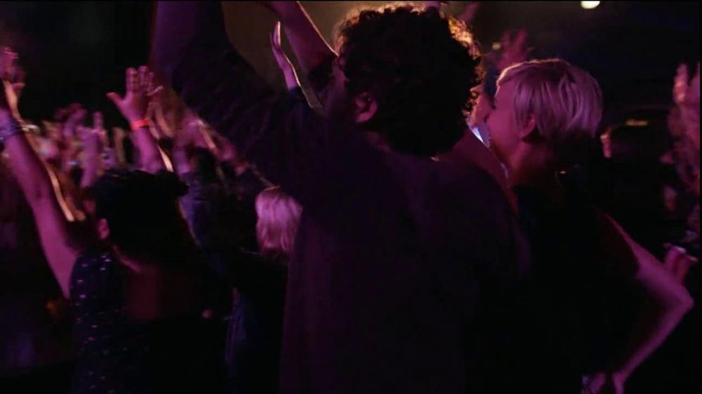 AT&T Nokia Lumina 1020 TV Spot, 'Concert' Song by The Colourist - Screenshot 9