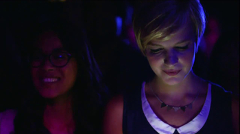 AT&T Nokia Lumina 1020 TV Spot, 'Concert' Song by The Colourist - Thumbnail 6