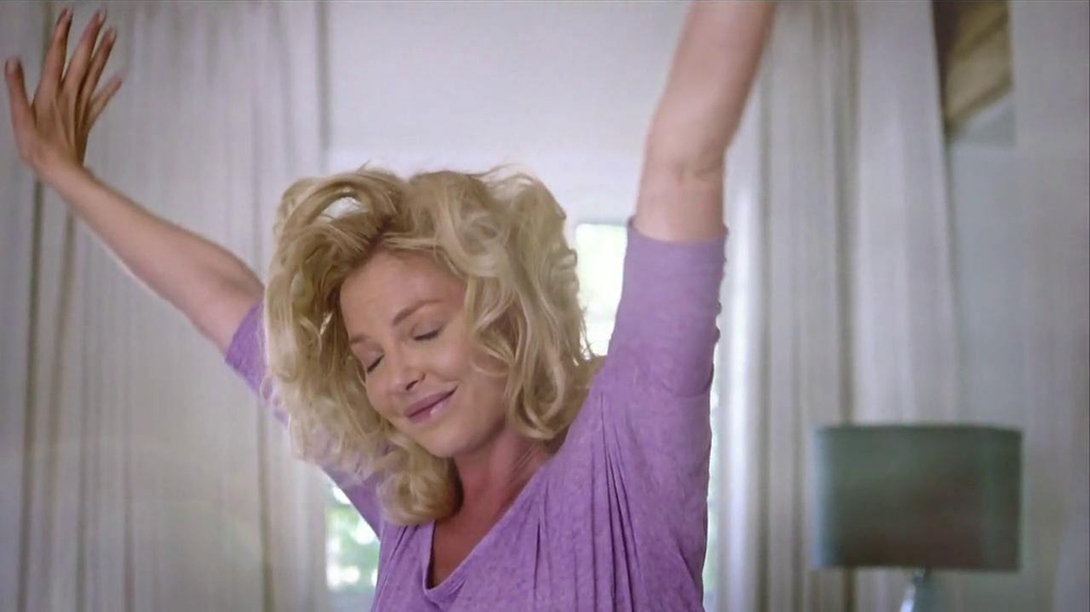 Vicks ZzzQuil TV Spot Con Katherine Heigl [Spanish] - Screenshot 9