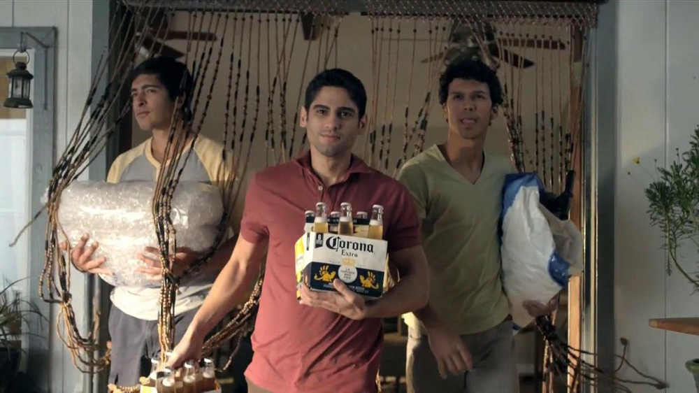 Corona Extra TV Spot, 'Fiesta' [Spanish] - Screenshot 4