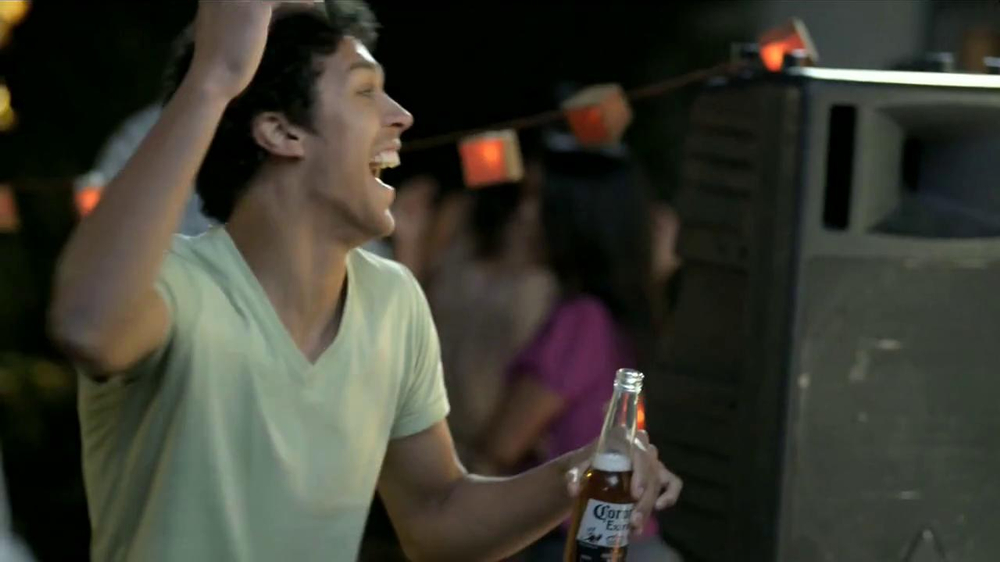 Corona Extra TV Spot, 'Fiesta' [Spanish] - Screenshot 7