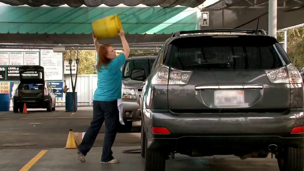 Cottonelle Cleansing Clothes TV Spot, 'Car Wash Without Water' - Screenshot 3