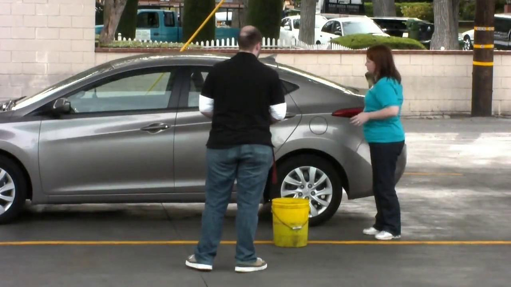 Cottonelle Cleansing Clothes TV Spot, 'Car Wash Without Water' - Screenshot 5