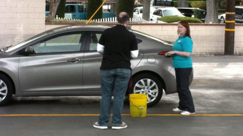 Cottonelle Cleansing Clothes TV Spot, 'Car Wash Without Water' - Thumbnail 6