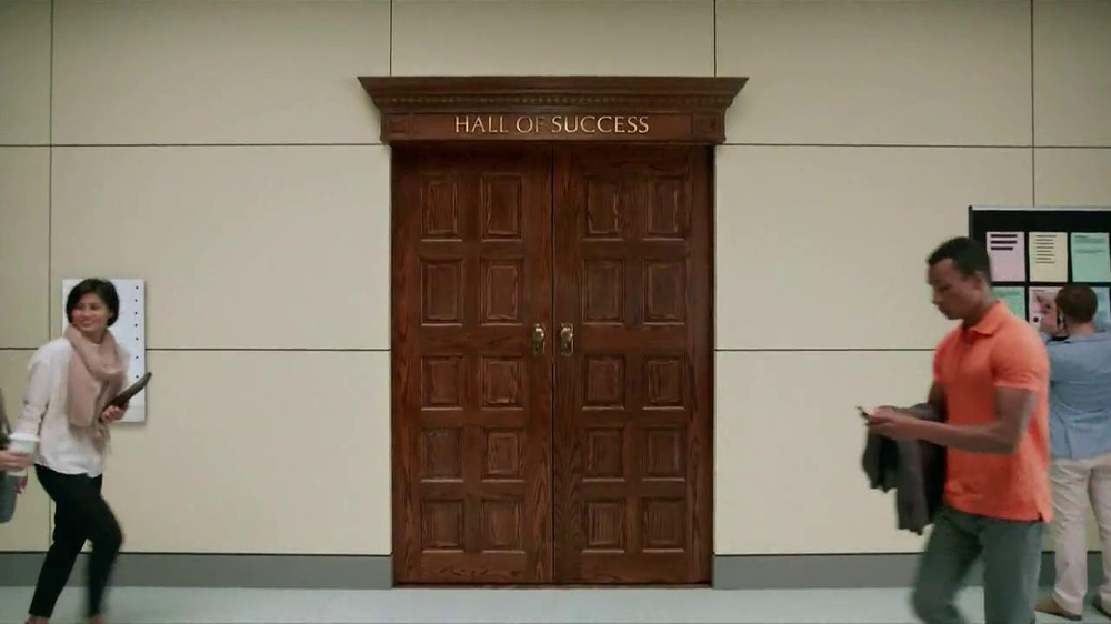 University of Phoenix TV Spot, 'Hall of Success' - Screenshot 1