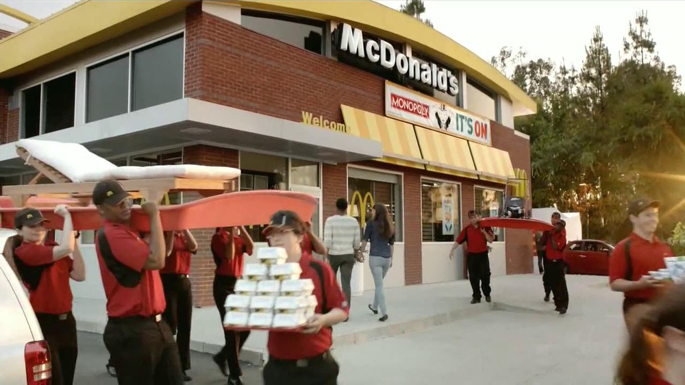 McDonald's Monopoly TV Spot, 'Premios' [Spanish] - Screenshot 8