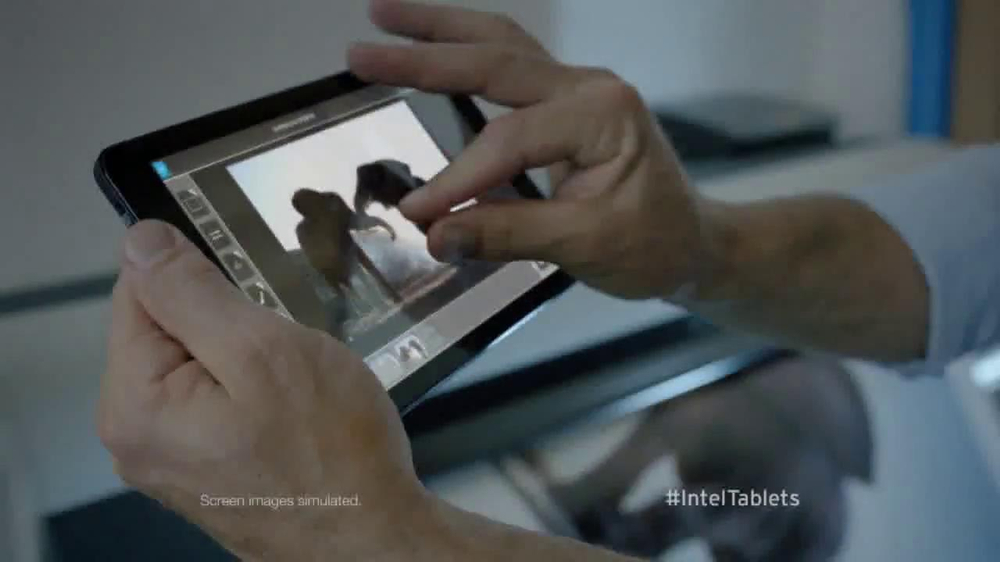 Intel Tablets TV Spot, 'Wildlife Photographer Paul Soulders' - Screenshot 4