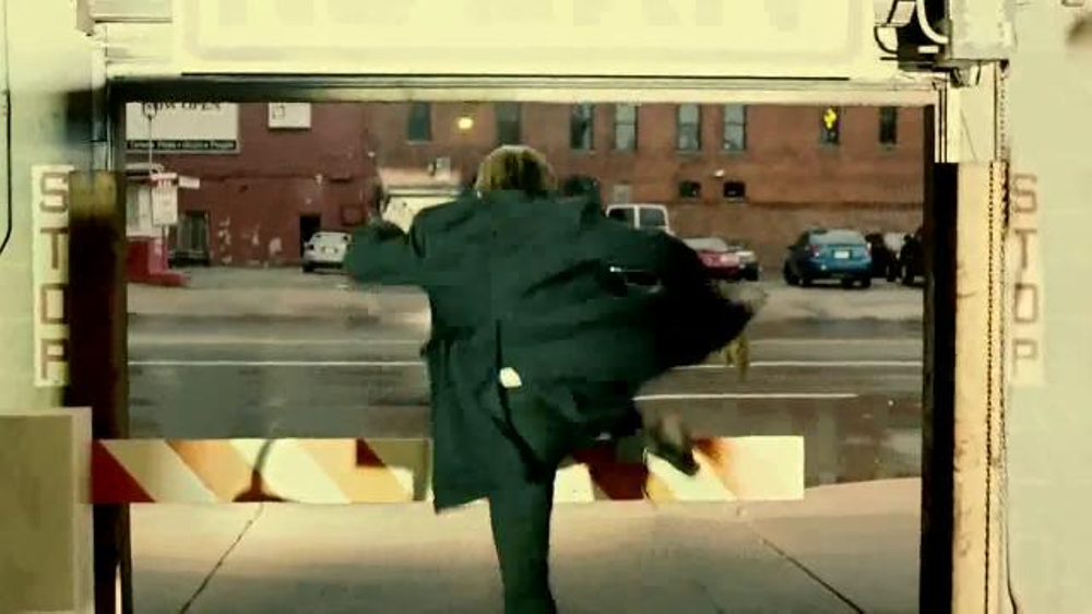 Quicken Loans TV Spot, 'Save Your Money Car Chase' - Screenshot 8
