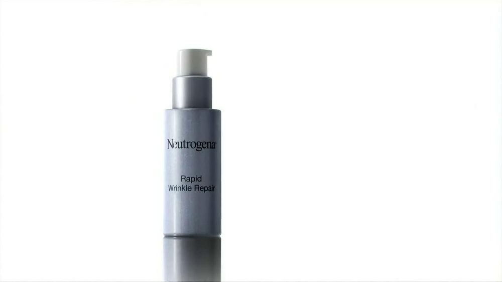 Neutrogena Rapid Wrinkle Repair TV Spot Featuring Julie Bowen - Screenshot 9