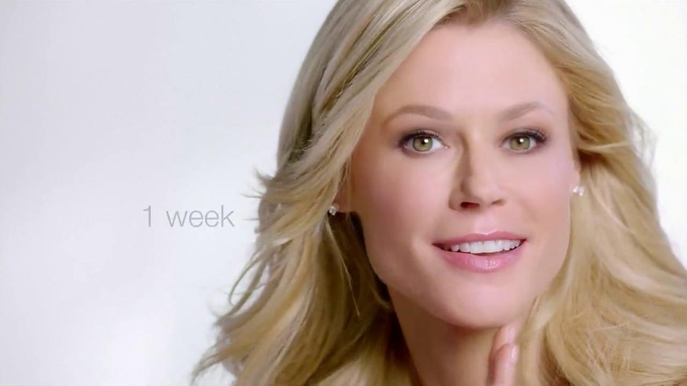 Neutrogena Rapid Wrinkle Repair TV Spot Featuring Julie Bowen - Screenshot 7