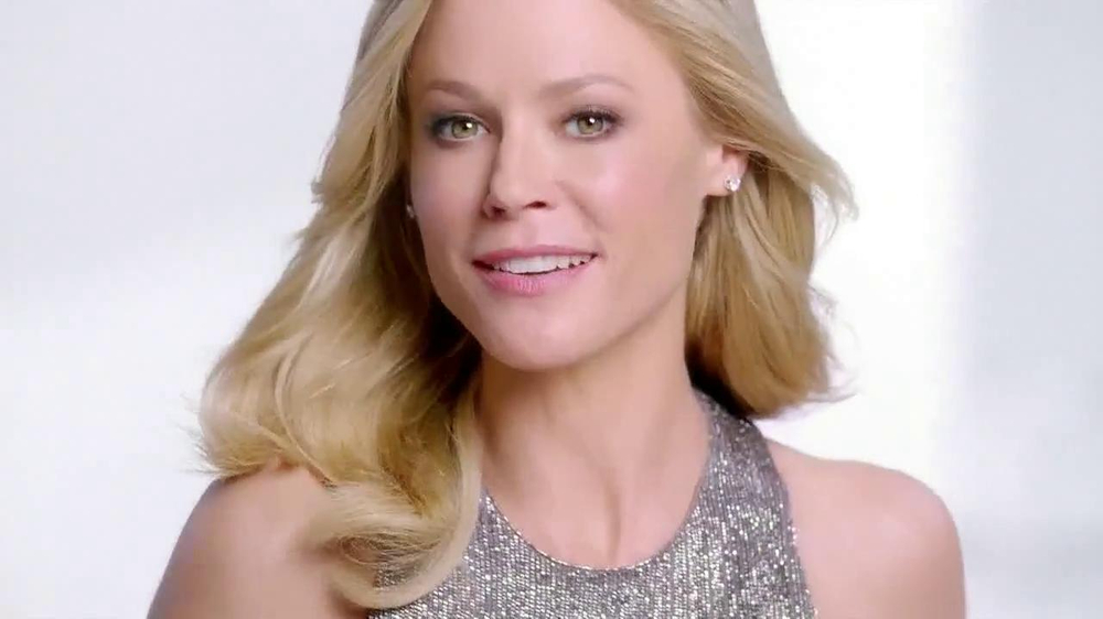 Neutrogena Rapid Wrinkle Repair TV Spot Featuring Julie Bowen - Screenshot 8