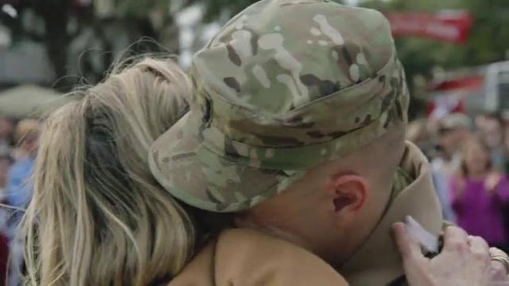 Budweiser Super Bowl 2014 TV Spot, 'A Hero's Welcome' Song by Skylar Grey - Screenshot 10