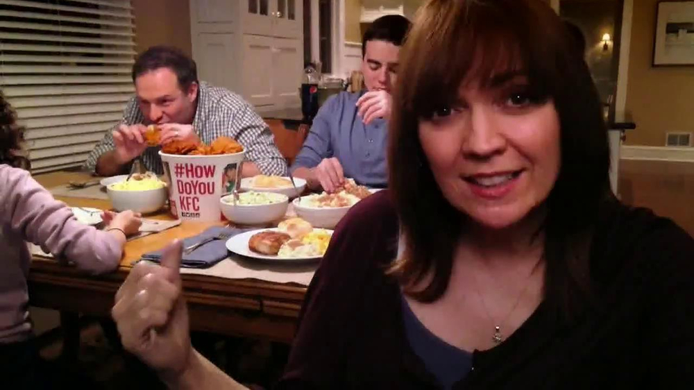 KFC Family Feast TV Spot, 'A Real Family Dinner' - Screenshot 6