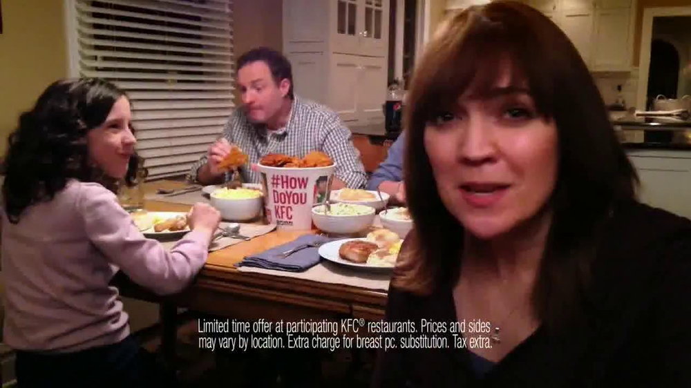 KFC Family Feast TV Spot, 'A Real Family Dinner' - Screenshot 7