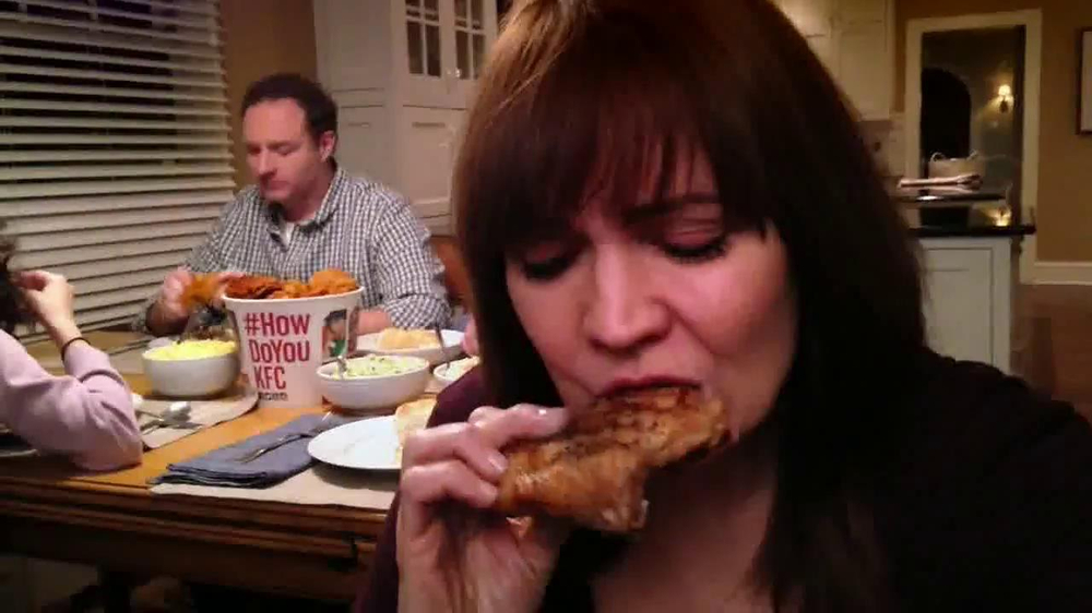 KFC Family Feast TV Spot, 'A Real Family Dinner' - Screenshot 9