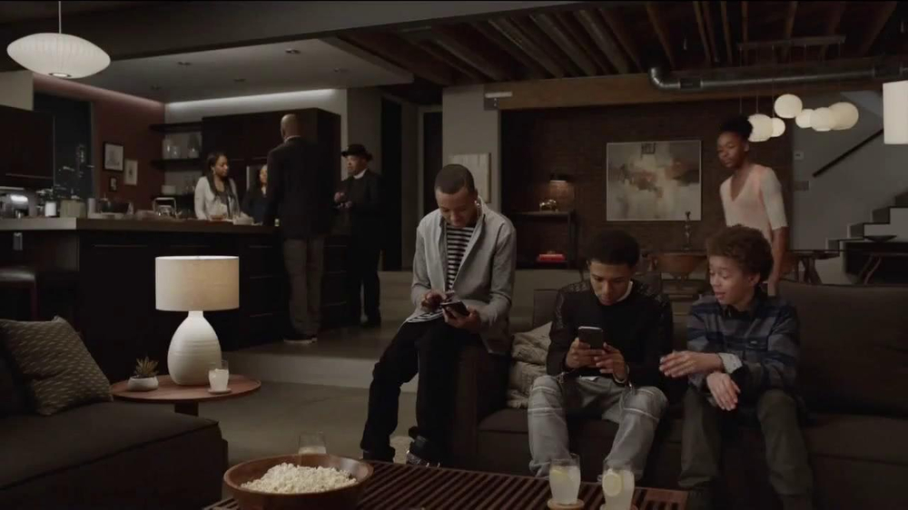 AT&T Beats Music TV Spot, 'Family Gathering' Ft. Rev Run, Song by Run-DMC - Screenshot 1