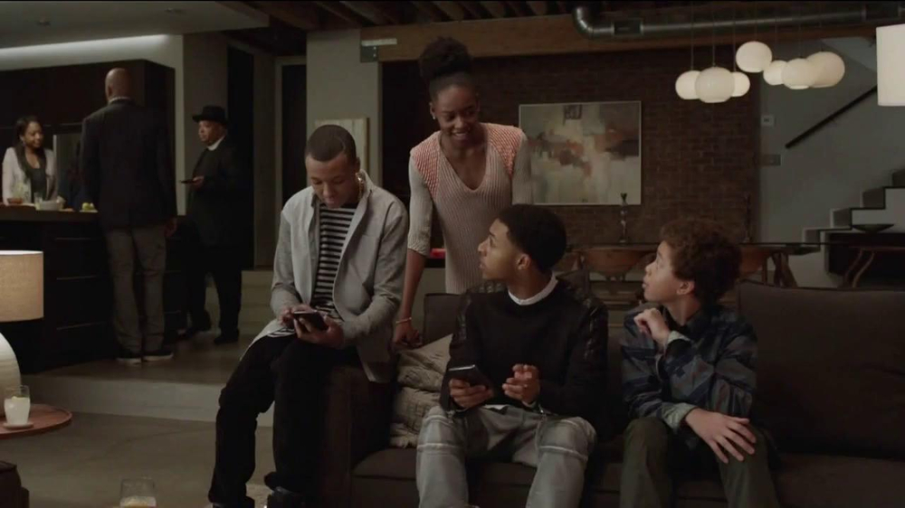 AT&T Beats Music TV Spot, 'Family Gathering' Ft. Rev Run, Song by Run-DMC - Screenshot 3