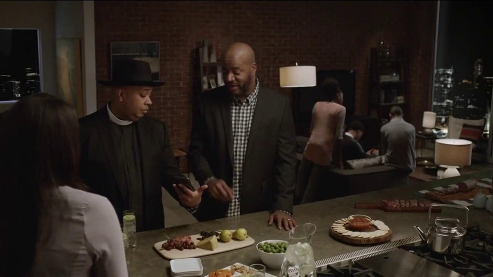 AT&T Beats Music TV Spot, 'Family Gathering' Ft. Rev Run, Song by Run-DMC - Screenshot 4