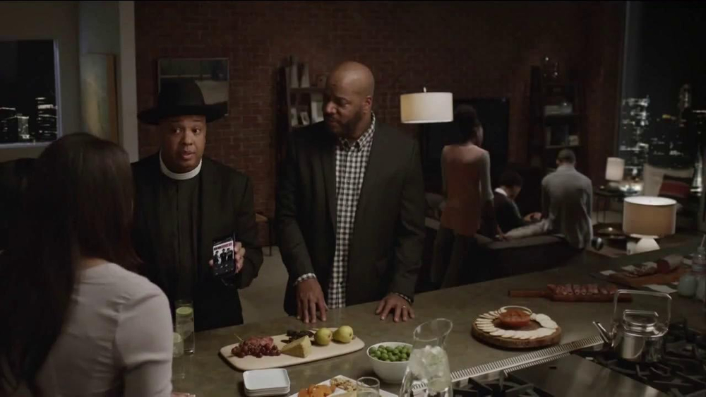 AT&T Beats Music TV Spot, 'Family Gathering' Ft. Rev Run, Song by Run-DMC - Screenshot 6