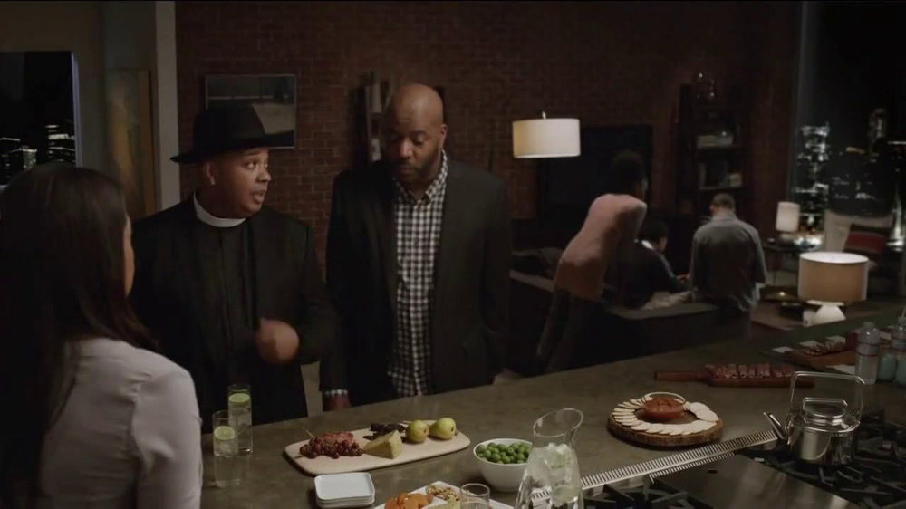 AT&T Beats Music TV Spot, 'Family Gathering' Ft. Rev Run, Song by Run-DMC - Screenshot 8