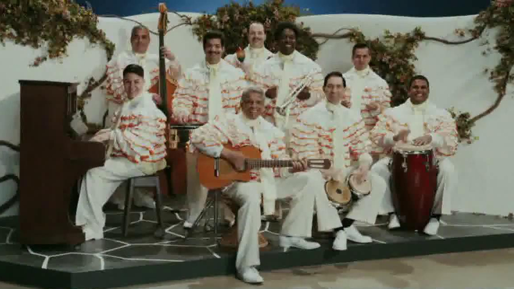 Little Caesars Pizza TV Spot, 'Deep Dish Combo Mambo' - Screenshot 2