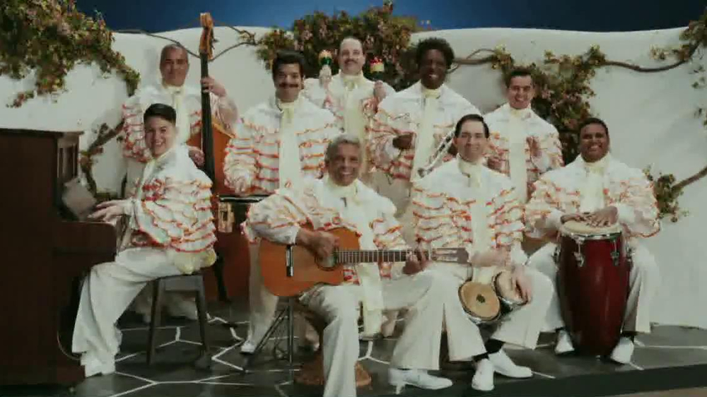 Little Caesars Pizza TV Spot, 'Deep Dish Combo Mambo' - Screenshot 3