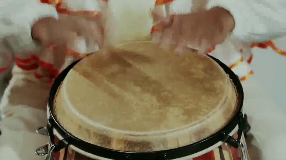 Little Caesars Pizza TV Spot, 'Deep Dish Combo Mambo' - Screenshot 7