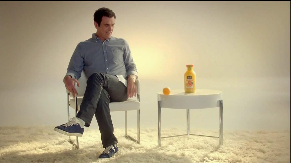 Minute Maid Pure Squeezed TV Spot 'Jealous Orange' Featuring Ty Burrell - Screenshot 4