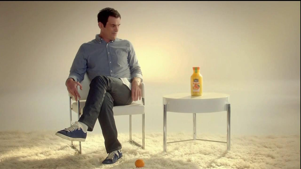 Minute Maid Pure Squeezed TV Spot 'Jealous Orange' Featuring Ty Burrell - Screenshot 5