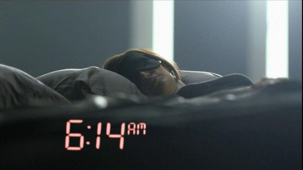 Olay TV Spot Regenerist Anti-Aging Eye Roller, 'Wake Up Time' - Screenshot 1