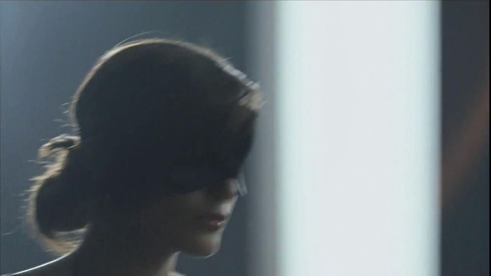 Olay TV Spot Regenerist Anti-Aging Eye Roller, 'Wake Up Time' - Screenshot 2