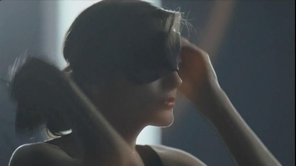 Olay TV Spot Regenerist Anti-Aging Eye Roller, 'Wake Up Time' - Screenshot 3