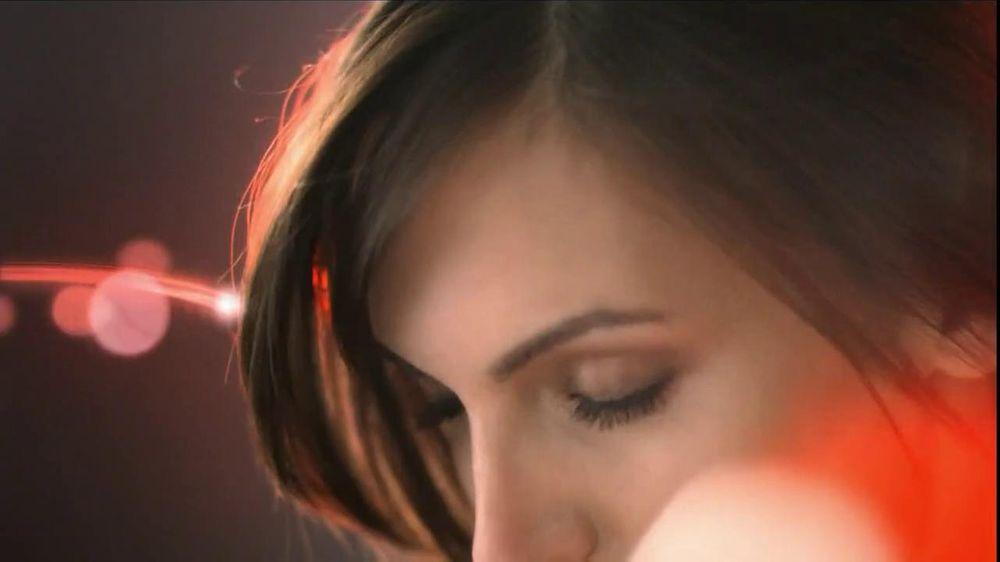 Olay TV Spot Regenerist Anti-Aging Eye Roller, 'Wake Up Time' - Screenshot 7