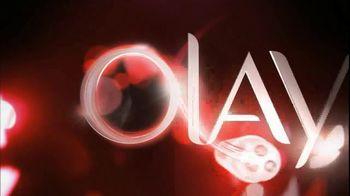 Olay TV Spot Regenerist Anti-Aging Eye Roller, 'Wake Up Time' - Thumbnail 5