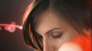 Olay TV Spot Regenerist Anti-Aging Eye Roller, 'Wake Up Time' - Thumbnail 7
