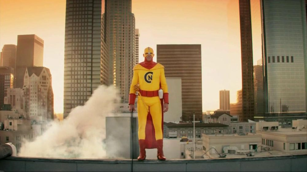 Kellogg's Crunchy Nut Cereal TV Spot Featuring A Man In Yellow Tights - Screenshot 3