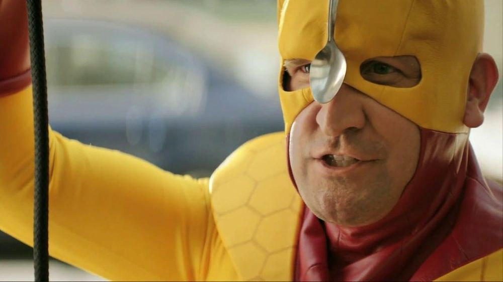 Kellogg's Crunchy Nut Cereal TV Spot Featuring A Man In Yellow Tights - Screenshot 8
