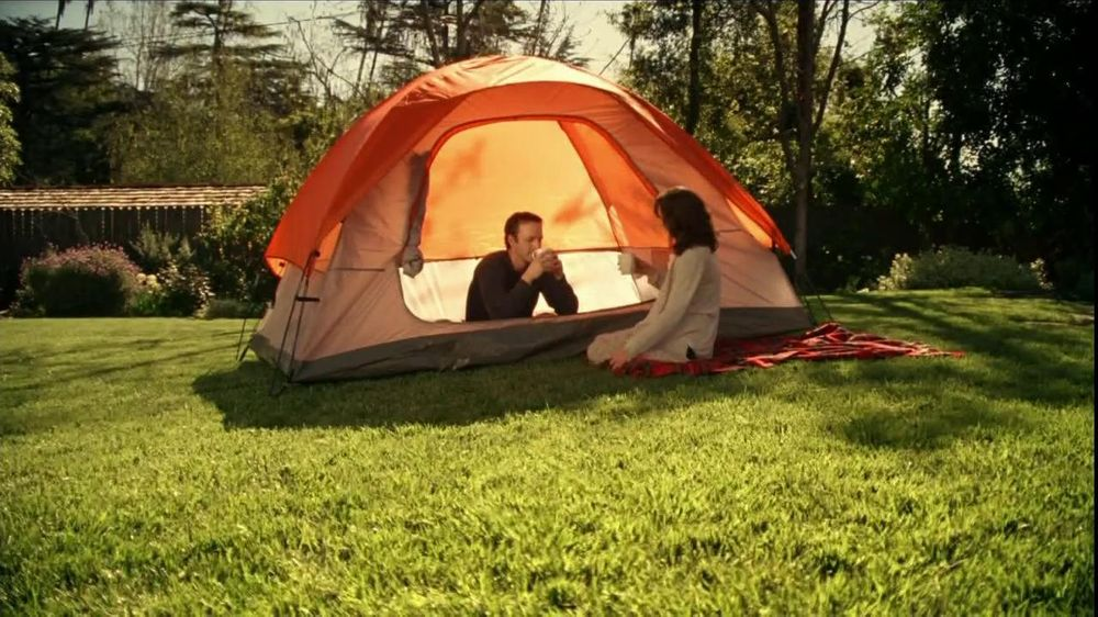 Folgers TV Spot, 'Backyard Campout' - Screenshot 10