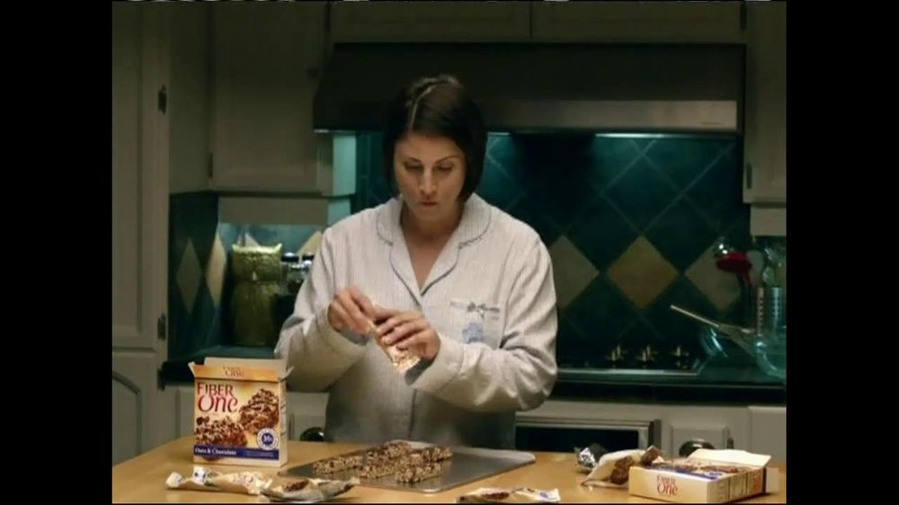Fiber One TV Spot, 'Sandra's Yummy Scrumptious Bars' - Screenshot 1